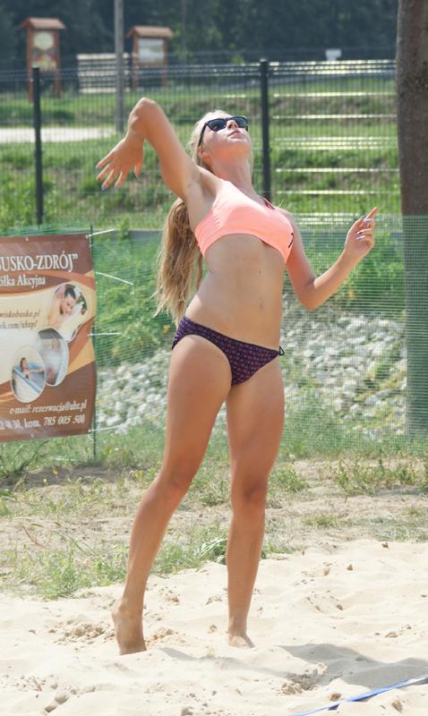 Zawodowe widowisko podczas I turnieju piłki siatkowej plażowej o puchar